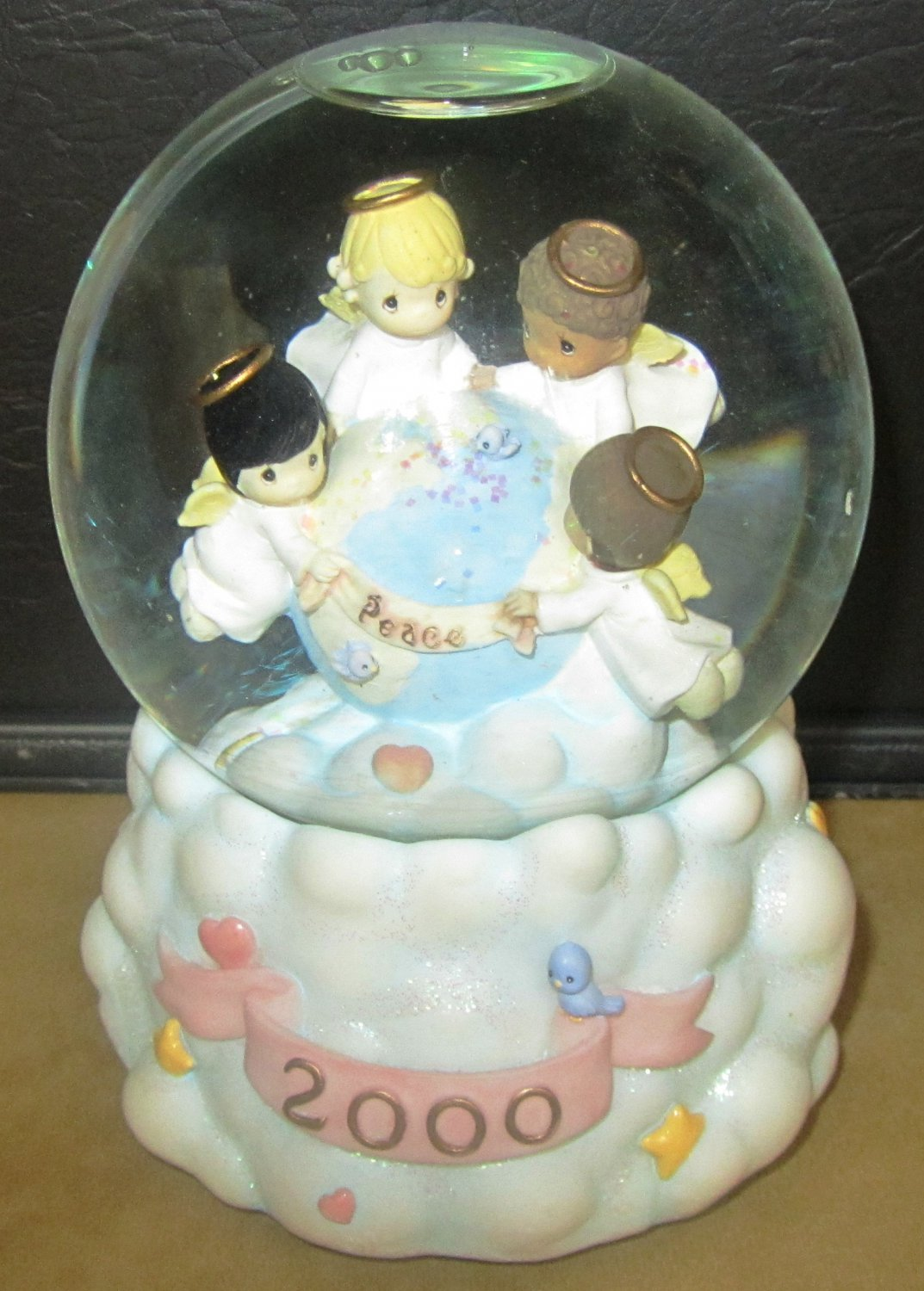 CHRISTMAS 2000 SNOW GLOBE MUSIC BOX ENESCO 'I'D LIKE TO TEACH THE WORLD TO SING'