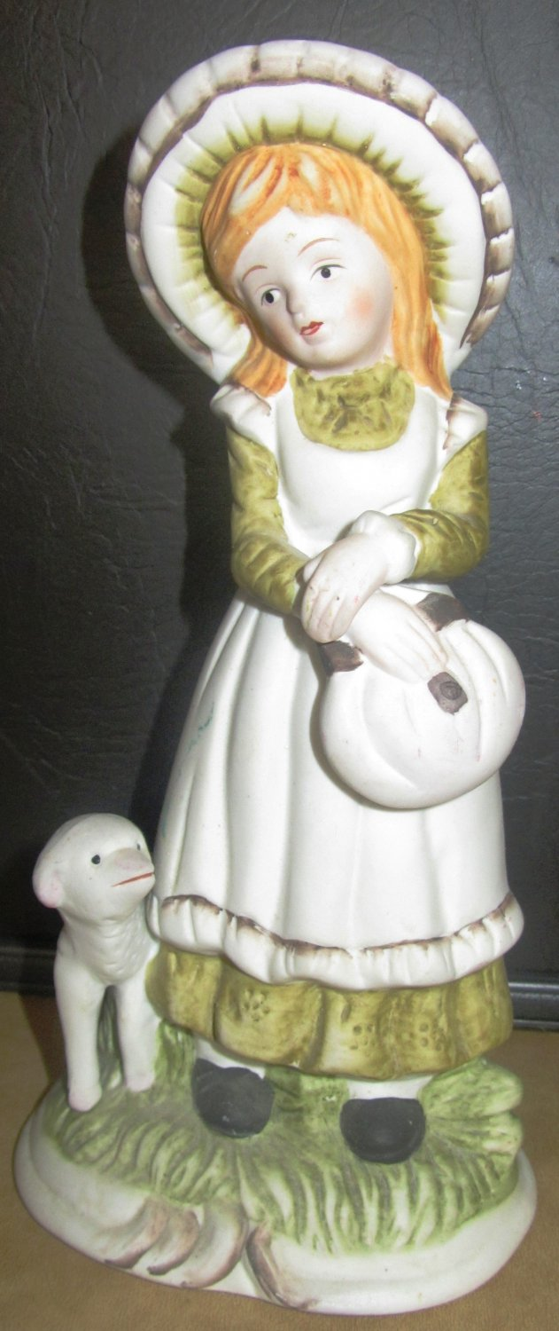 CHARMING VINTAGE PORCELAIN FIGURINE MARY HAD A LITTLE LAMB UCGG
