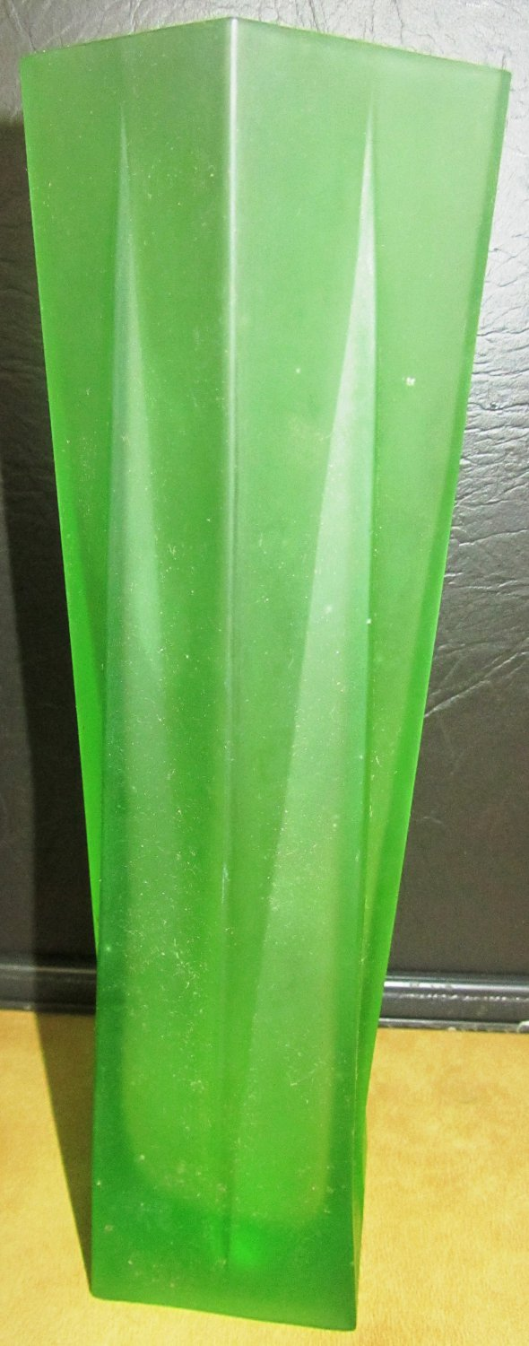 BEAUTIFUL GREEN MILK FROSTED GLASS SQUARE SWIRL BUD VASE NAPCOWARE