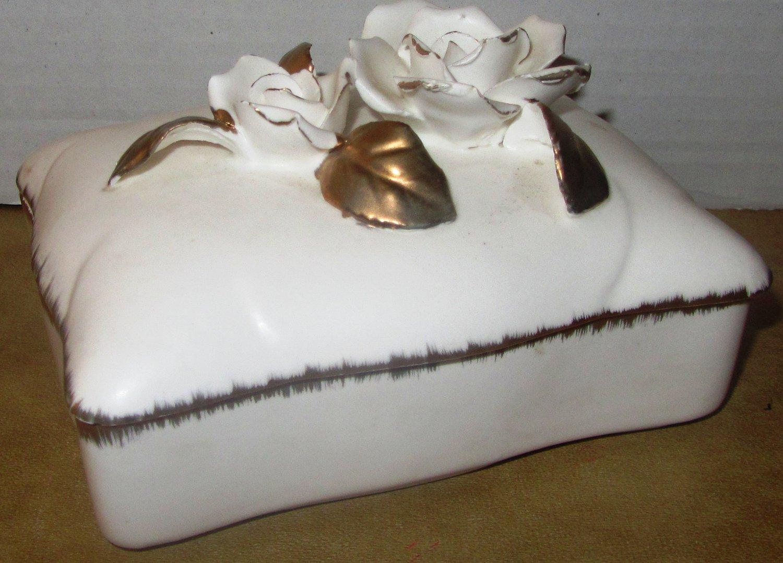 VINTAGE BISQUE PORCELAIN JEWELRY TRINKET BOX SCULPTURED ROSED GOLD FLARE #781
