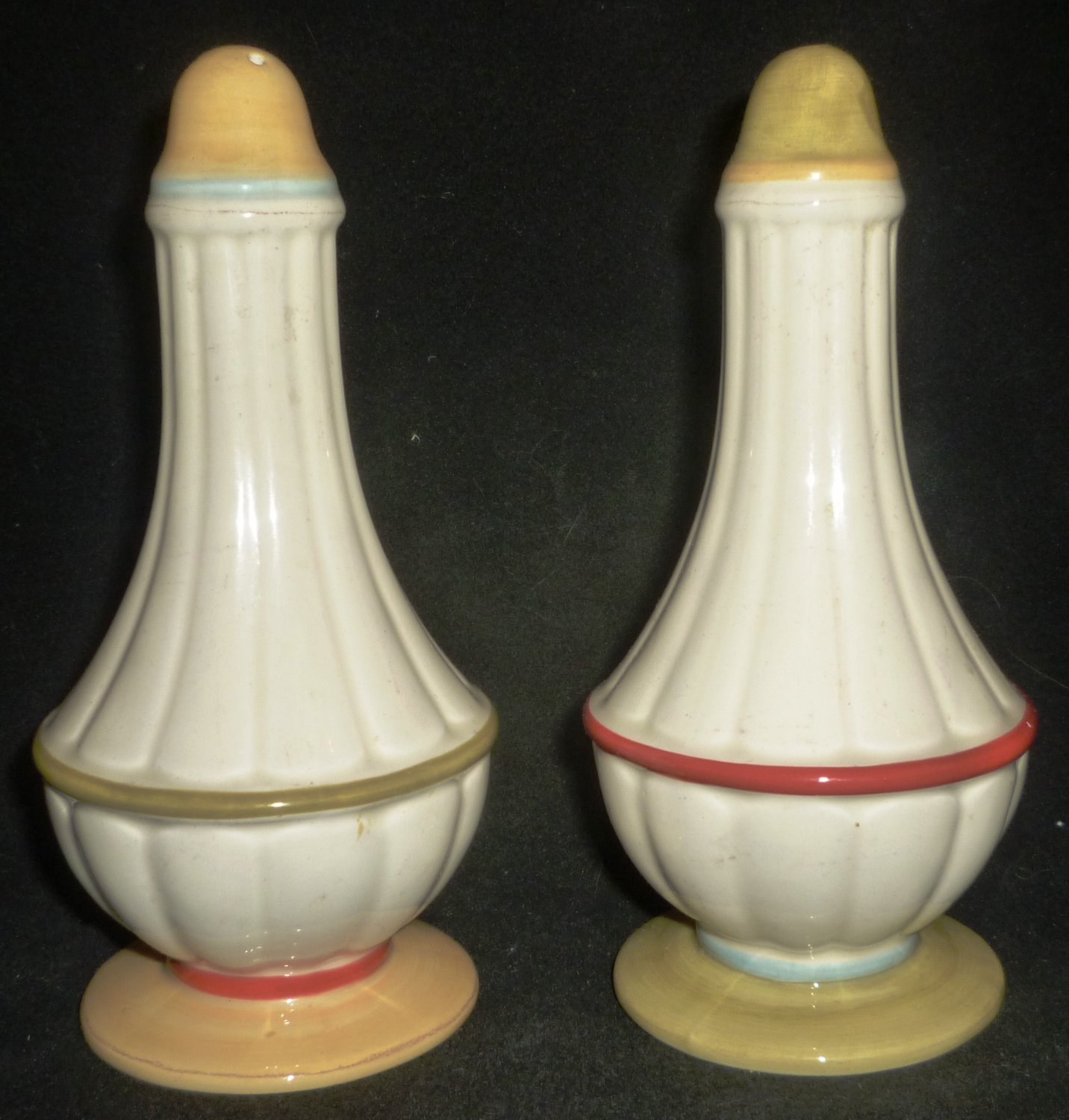 VINTAGE WATERFORD GREAT ROOM CHINA FARMOSA SALT & PEPPER SHAKERS
