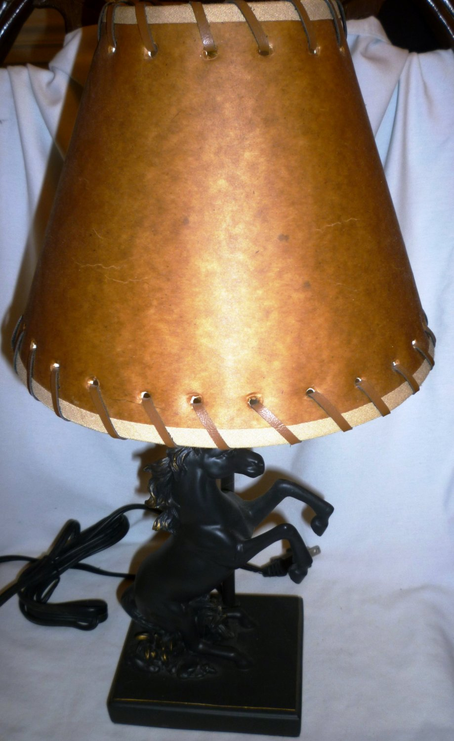 STNNING STALLION HORSE STATUE PORTABLE TABLE LAMP WESTERN SHADE