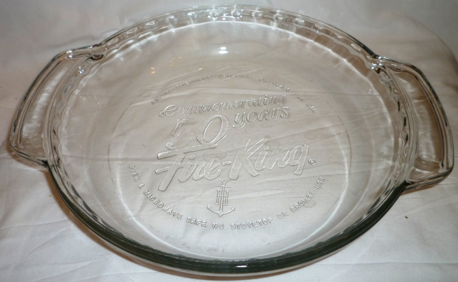 FIRE KING COMMEMORATING 50 YEARS9 IN. PIE PLATE OVEN & MICROWAVE TO TABLE