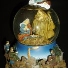 SAN FRANCISCO MUSIC BOX WATERGLOBE LITTLE TOWN OF BETHLEHEM CHRISTMAS NATIVITY