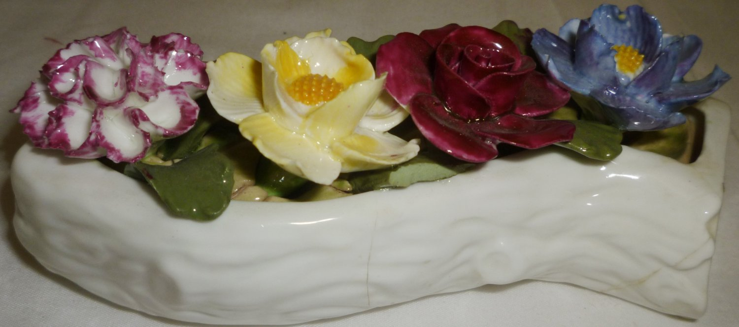 BEAUTIFUL VINTAGE AYNSLEY FINE BONE CHINA FLOWERS FIGURINE ENGLAND REPAIRED