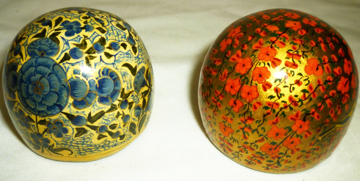VINTAGE HANDPAINTED MADE IN KASHMIR INDIA PAPERWEIGHT SET OF 2