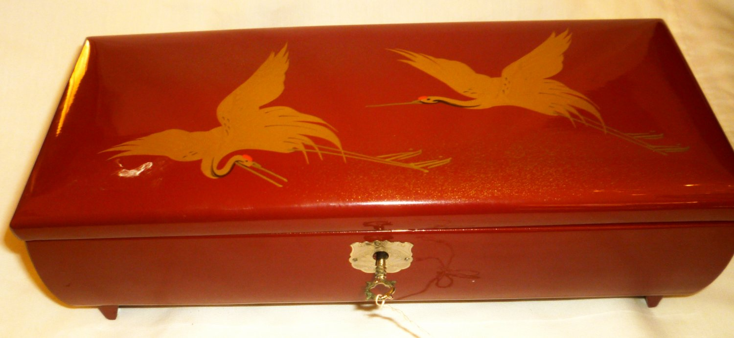 GORGEOUS VINTAGE LACQUER JAPAN JEWELRY MUSIC BOX MIRROR PEARL STORKS LOCK W/KEY