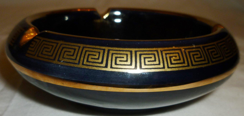 BEAUTIFUL SC GREECE BLACK PORCELAIN 24K GOLD TRIM ASHTRAY DEPICTS ANCIENT GREEK