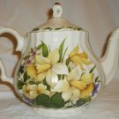 GORGEOUS YELLOW NARCISSUS FLOWERS PORCELAIN TEAPOT CHURCHILL MADE IN ROMANIA