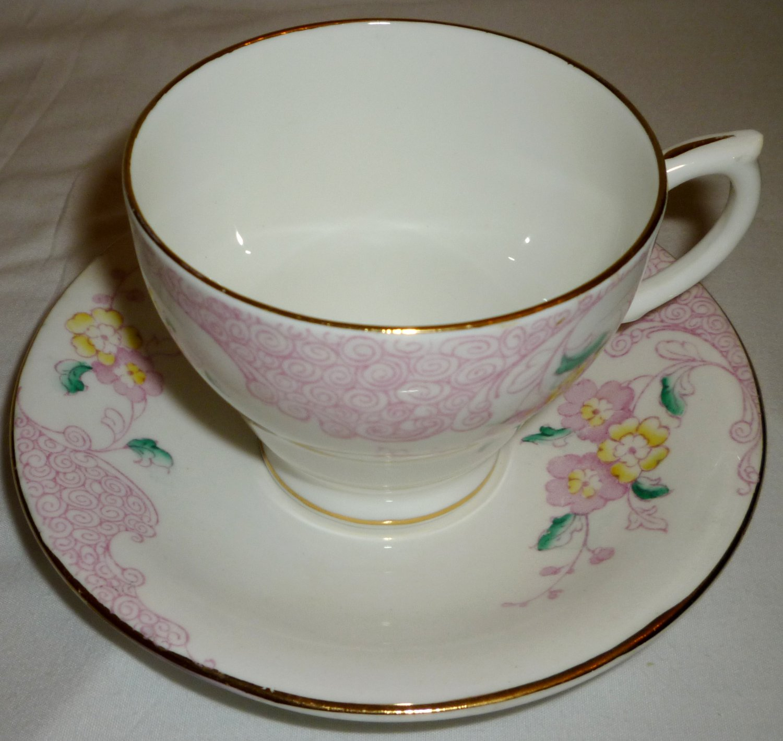 VINTAGE WINDSOR ENGLAND BONE CHINA ENGLAND TEA CUP & SAUCER SET PINK & YELLOW