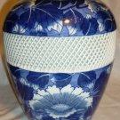 GORGEOUS VINTAGE ARITA JAPAN BLUE & WHITE SOMETSUKE VASE W/RETICULATED LATTICE