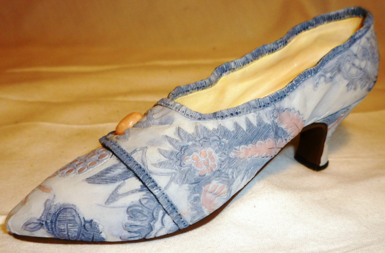 COLLECTIBLE JUST THE RIGHT SHOE BY RAINE 'LAVISH TAPESTRY' 25087 FIGURINE