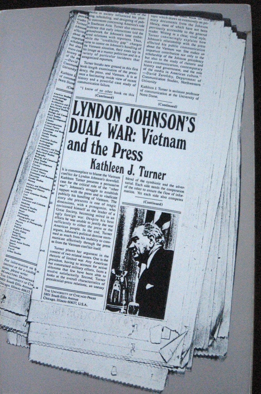 Book LYNDON JOHNSONS DUAL WAR: VIETNAM AND THE PRESS by Kathleen J. Turner 1985 Trade Paperback
