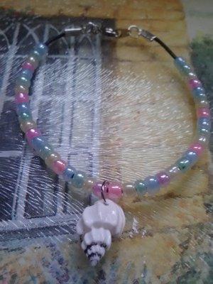 """7.25"""" handmade seashell and seed bead bracelet"""
