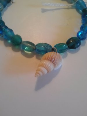 "handcrafted 7.5"" seashell bracelet with blue beads"