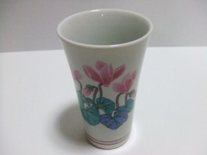 VINTAGE KUTANI  PORCELAIN HAND PAINTED FLOWER SLENDER TEA CUP