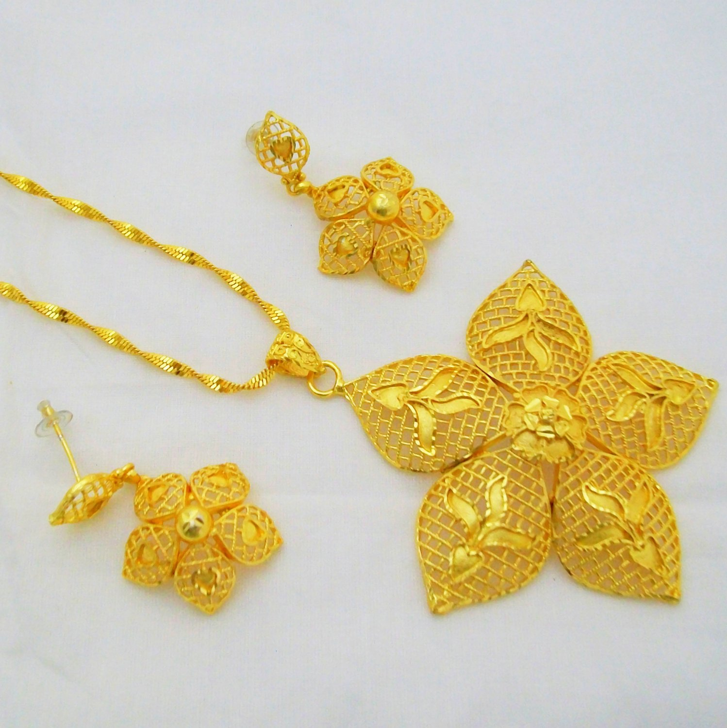 Flower Yellow Gold Plated Metal Indian Filigree Chain Pendant Necklace Earring Jewelry Set