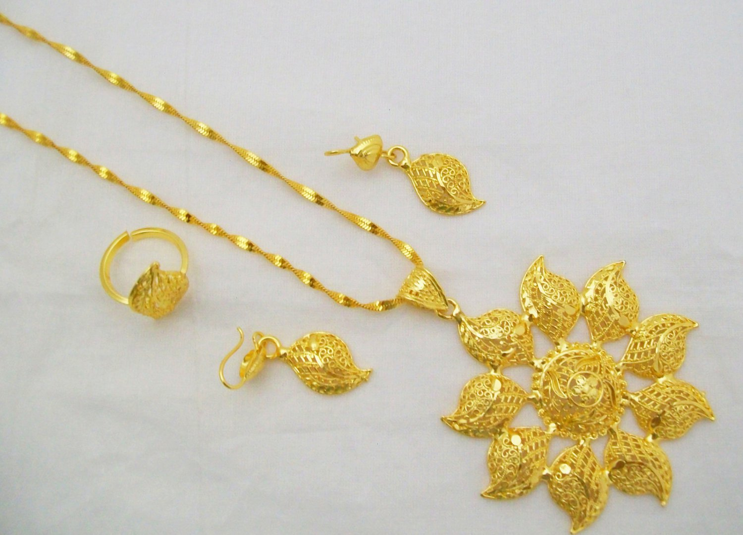Antique Swirl Design Filigree Gold Plated Chain Pendant Necklace Indian Jewelry Set