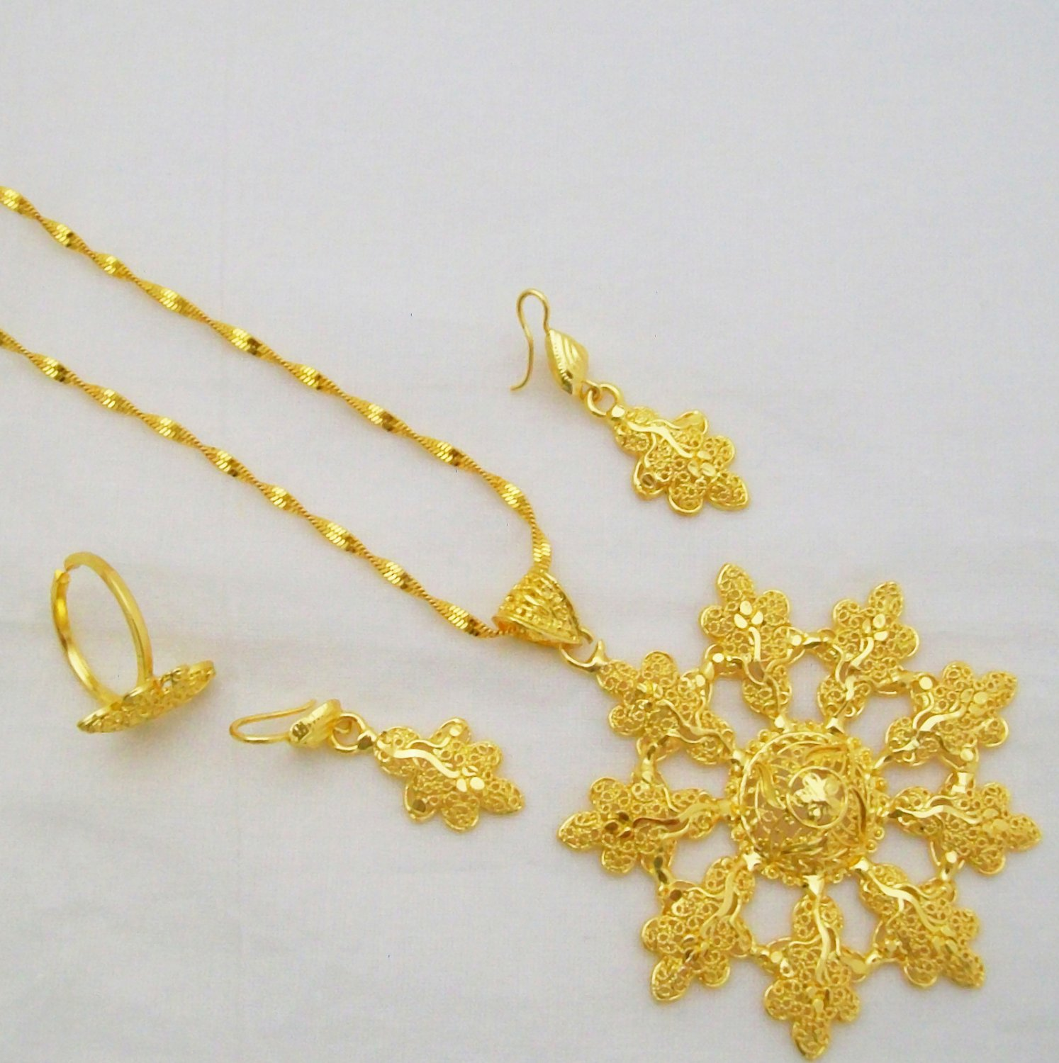 Victorian Filigree Gold Plated Chain Pendant Necklace Indian Jewelry Set