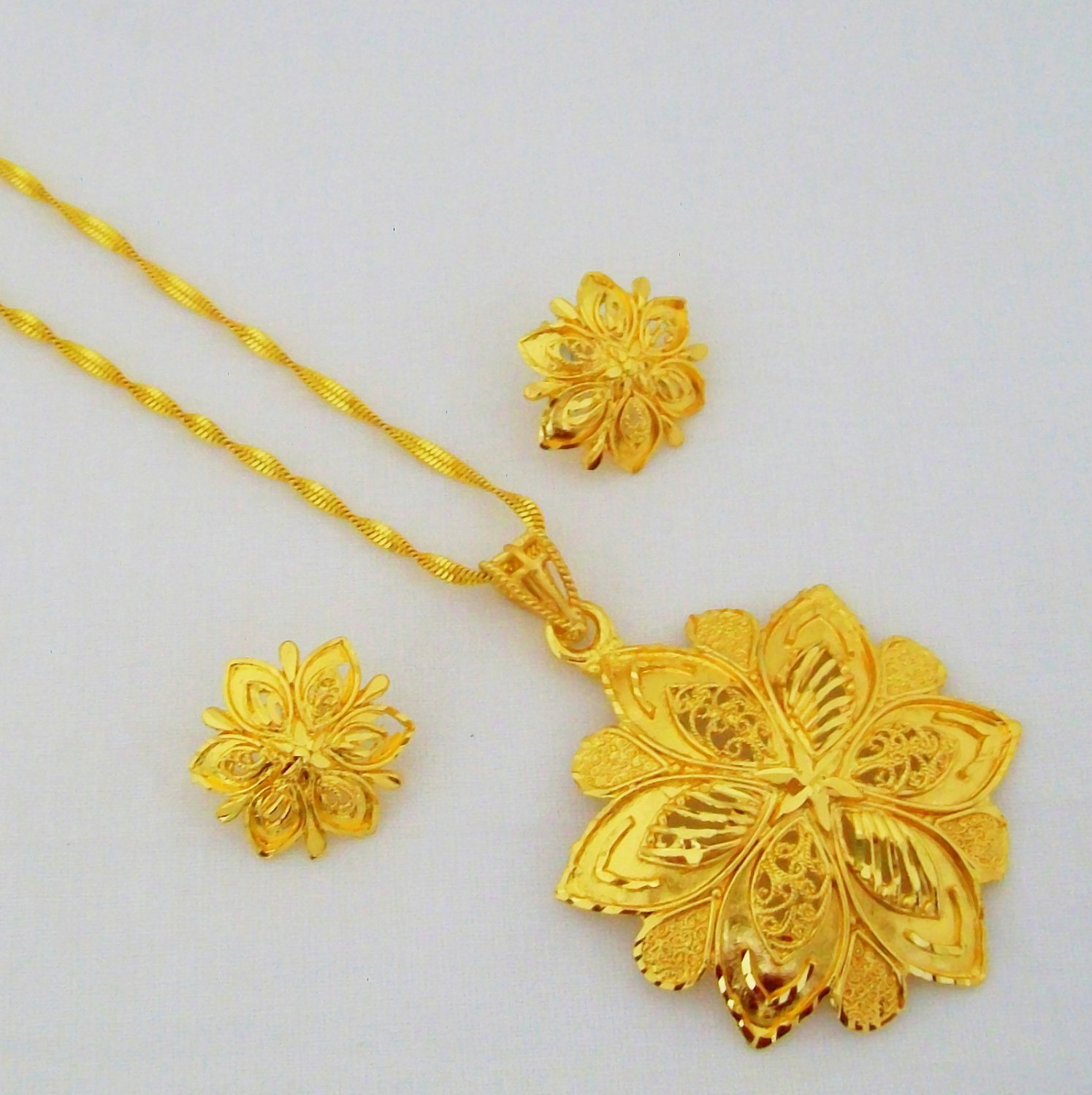 Flower Pattern Gold Plated Filigree Chain Pendant Necklace Indian Jewellery Set