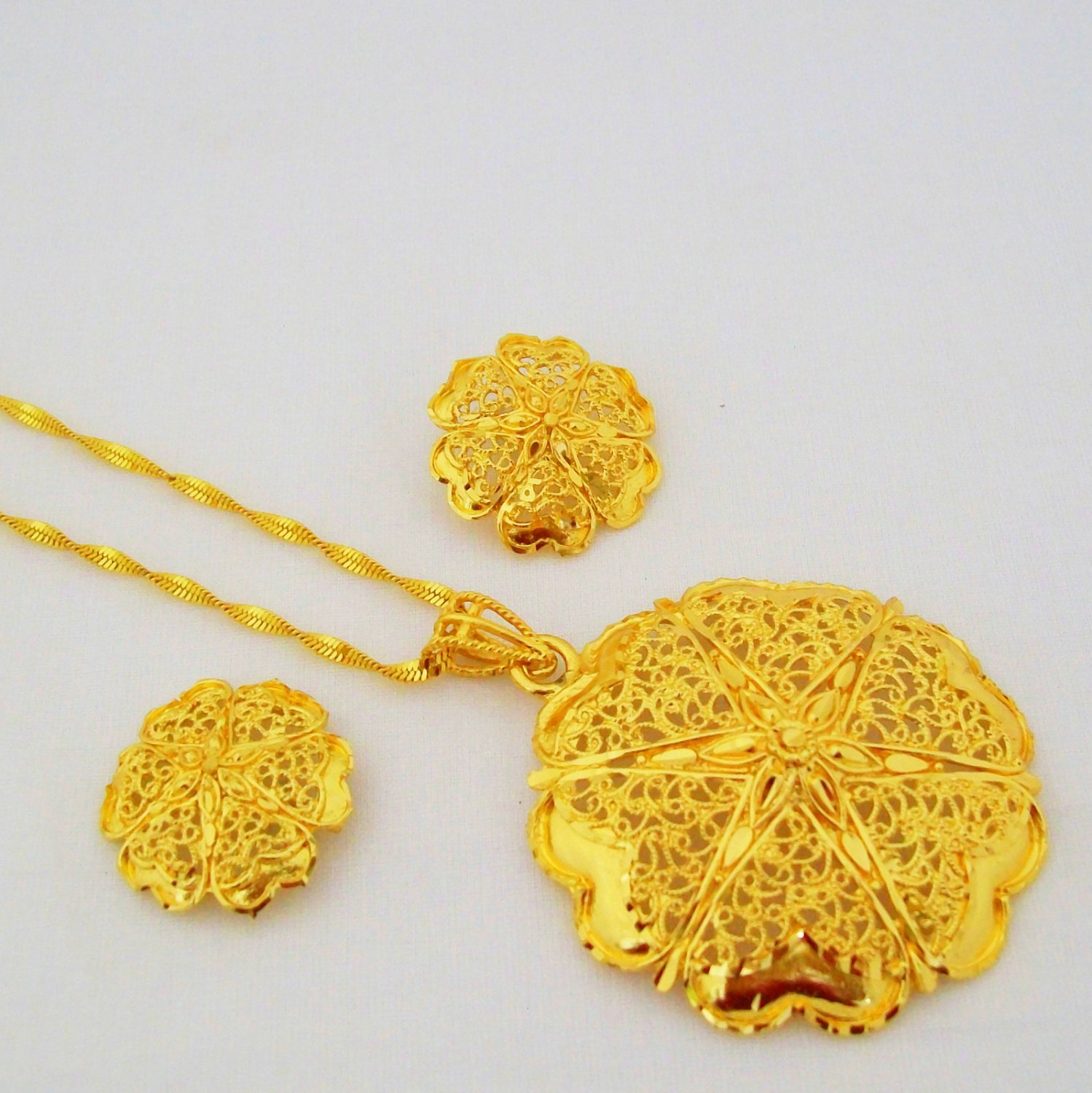Flower Style Gold Plated Filigree Chain Pendant Necklace Indian Jewellery Set