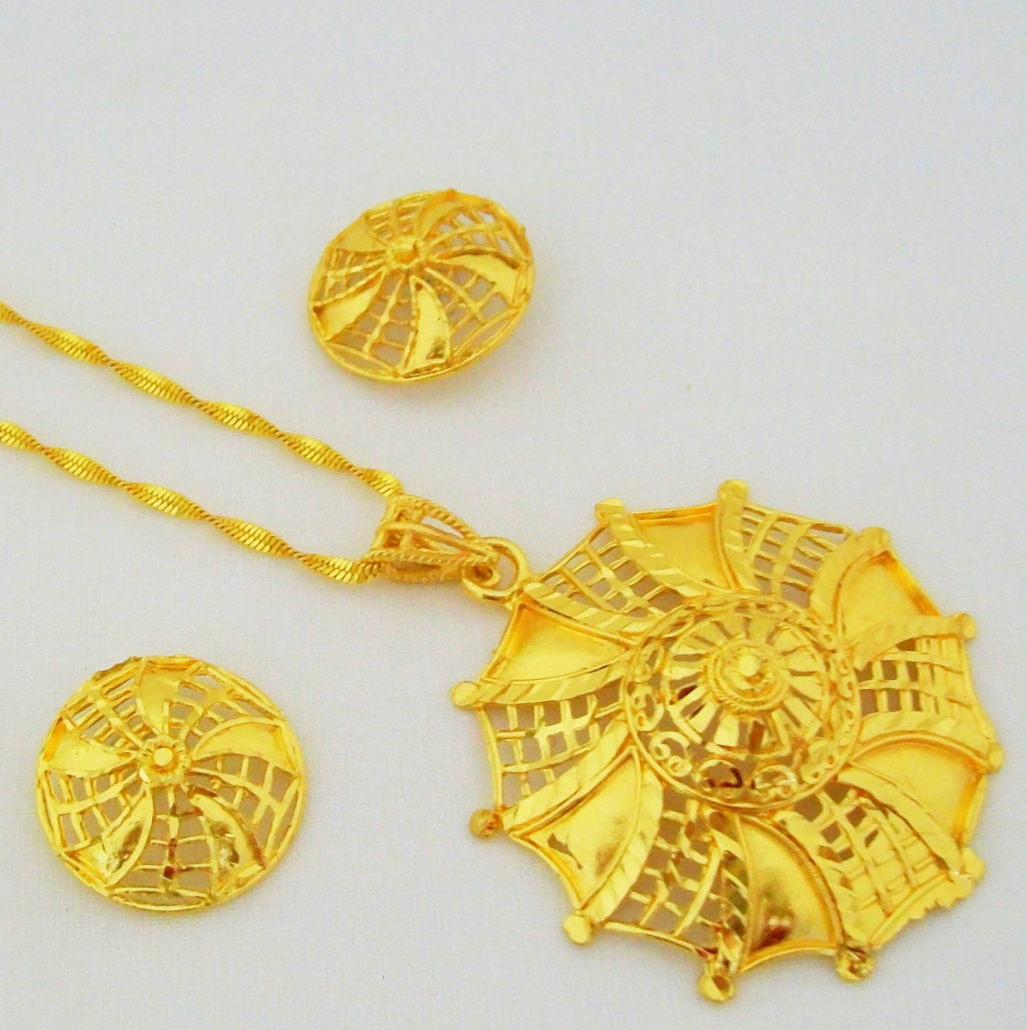 Swirl Pattern Filigree Cutwork Gold Plated Chain Pendant Necklace Indian Jewelry Set