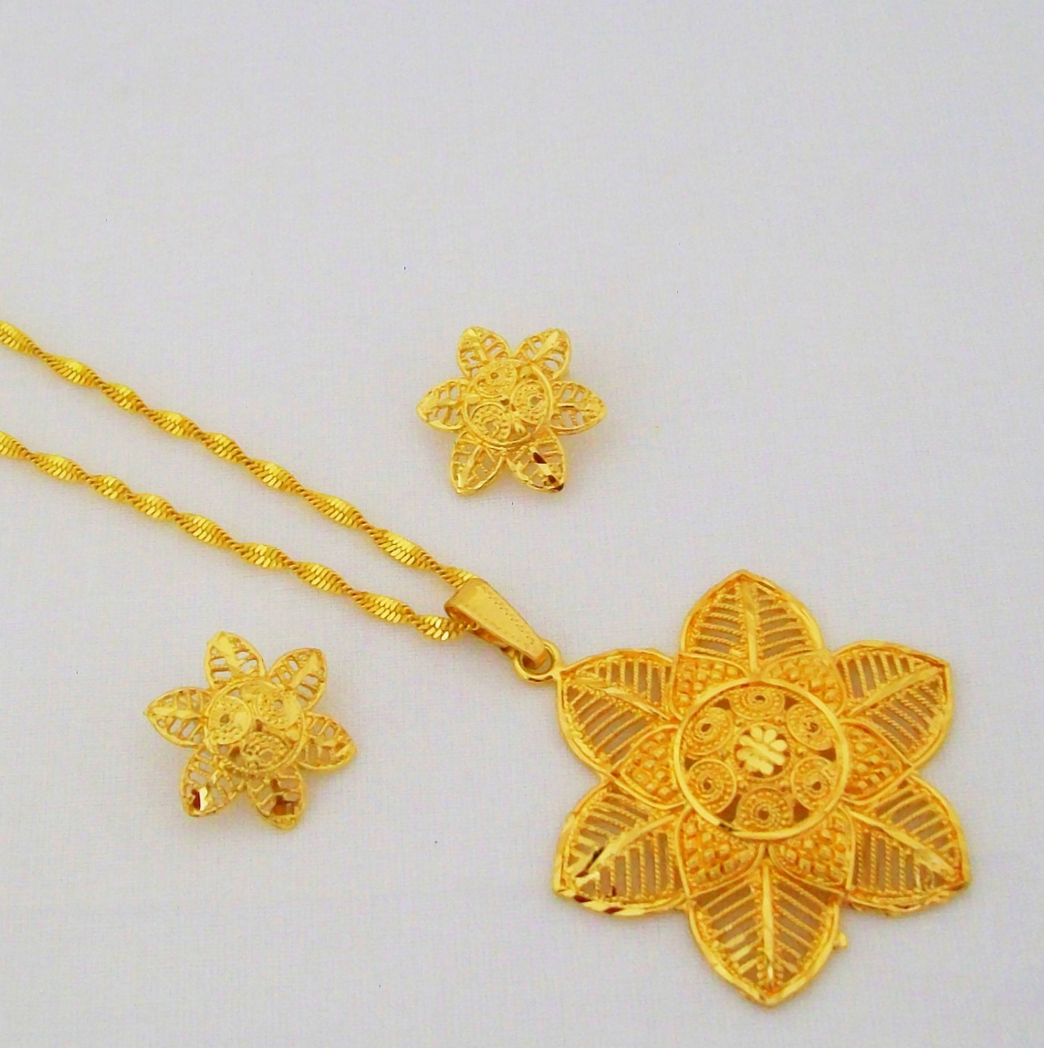 Flower Filigree Hollow Gold Plated Chain Pendant Necklace Indian Jewelry Set