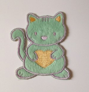 embroidery green furry cat hug yellow heart embroidered badge doll DIY Designer�4DesignCraft�