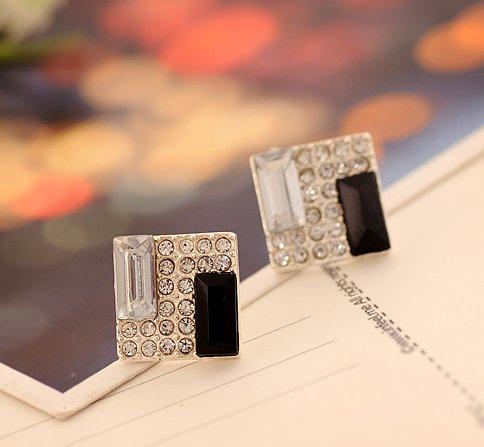 Striped black and white square diamond earrings Korea