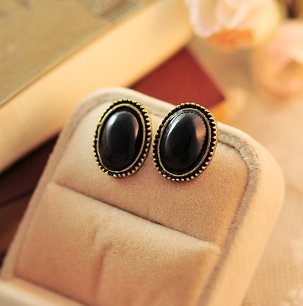 Phnom Penh retro round crystal gemstone earrings black