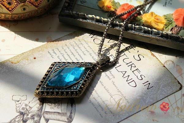 European and American style retro argyle diamond stone pendant necklace