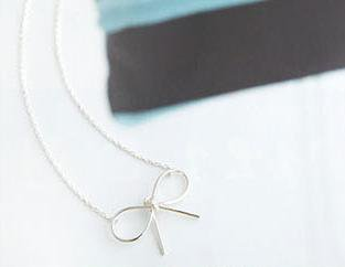 Korean temperament wire bow necklace