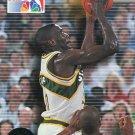 1993 Skybox Basketball Card #17 Shawn Kemp