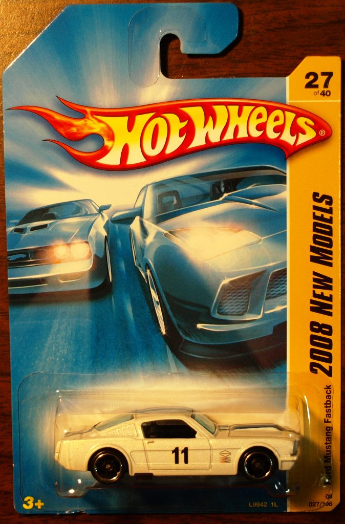 2008 Hot Wheels #27 Ford Mustang Fastback WHIE