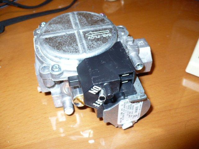 Goodman, Amana Furnace Gas Valve 36G22Y B12826-28 B1282628