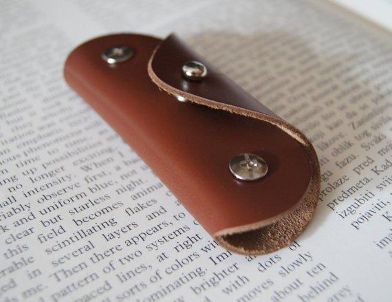 Leather key holder, Holds 1-6 regular keys