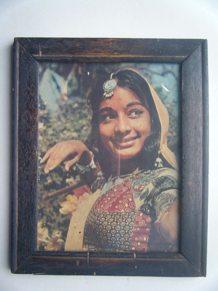 Bollywood Actress Heroin Collectible Old Print in Old Wooden Frame India #2745