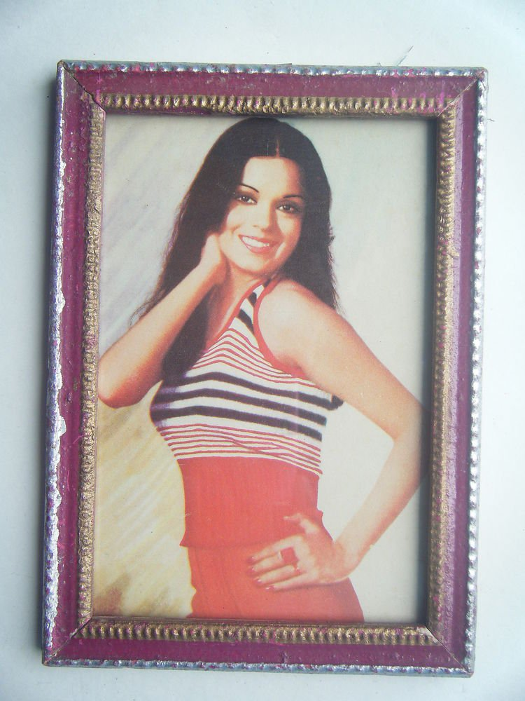 Bollywood Actress Heroin Collectible Old Print in Old Wooden Frame India #2737