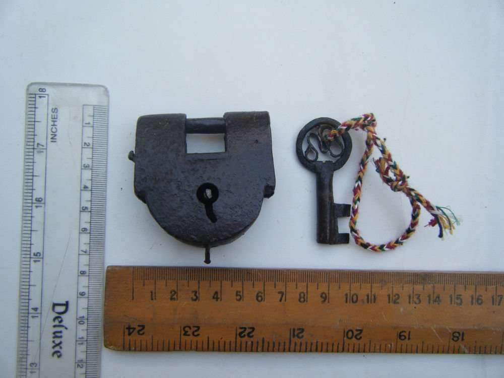 Original Old Iron Lock Antique Handmade Heavy Pad Lock Rare India Working #1502