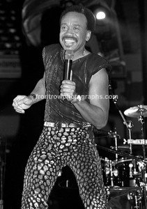 """Earth, Wind & Fire Singer Maurice White 8""""x10"""" BW Concert Photo"""