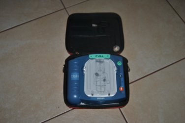 Philips Heart Start Home Defibrillator HS1 with Case M5070A