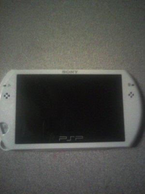 PSP GO HANDHELD GAME SYSTEM PEARL WHITE