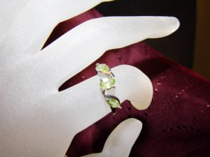 SOLID .925 STERLING SILVER GENUINE PERIDOT RING - SIZE 7.25