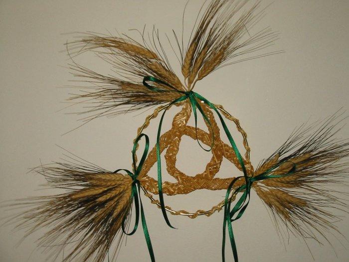 Celtic Knot Wheat Weaving - EEck