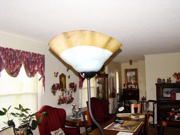 White Hand-Blown Glass Floor Lamp - MXwl