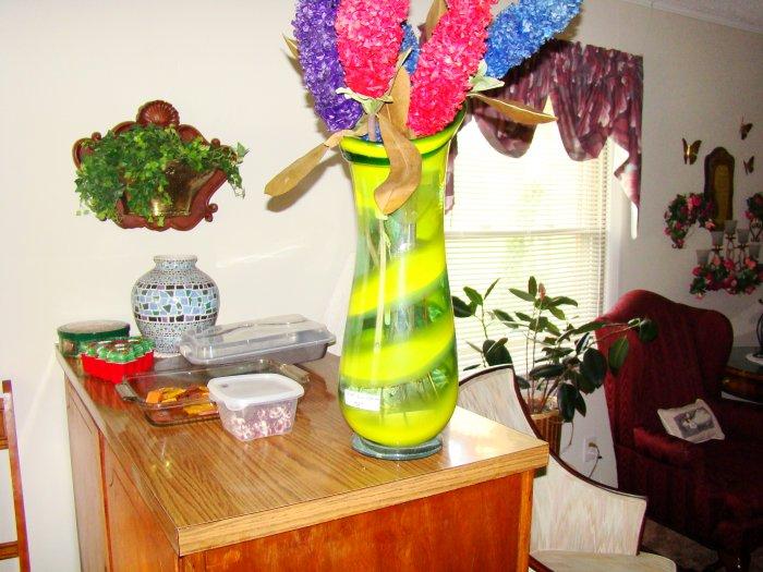 Green & Yellow Hand-Blown Glass Vase - MXgyv
