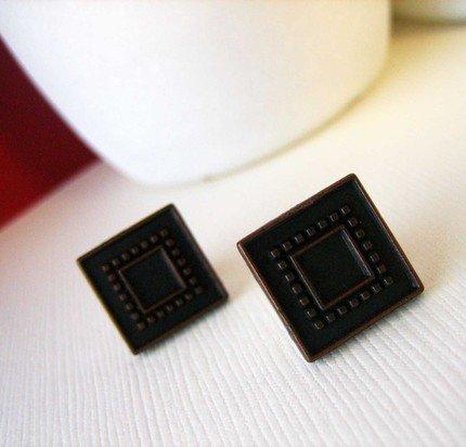 Bronzed Post Earrings - UEbr