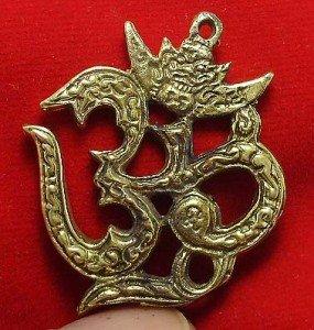 OM OHM AUM HINDU DEITY TRIMURTI INDIA GREAT GOD SIGN PRANAVA COOL PENDANT AMULET
