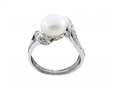 Stunning 925 Sterling Silver Freshwater Pearl Ring Size 7.5(P)