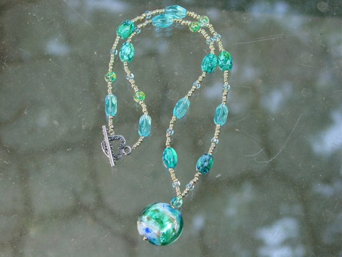 colors of the sea necklace